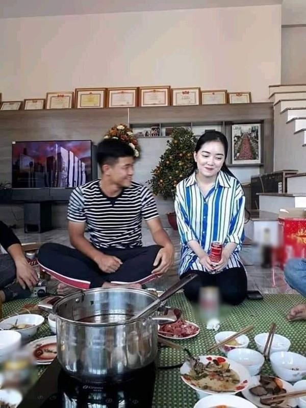 """Lan dau cong khai ban gai hot girl, Ha Duc Chinh bi dong bon """"choc que""""-Hinh-8"""