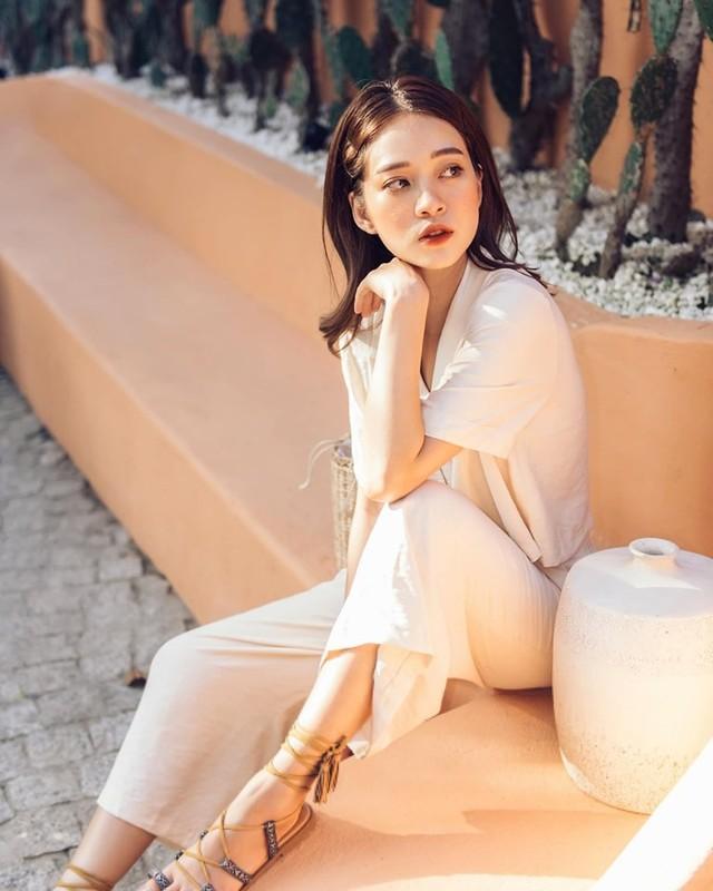 """Chuyen tu nhi nhanh sang dien deep, hot girl World Cup hut """"ca ro"""" fan-Hinh-4"""