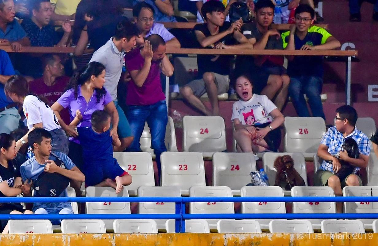 Toan canh vu fan nu trung phao sang CDV Nam Dinh tren SVD Hang Day-Hinh-4