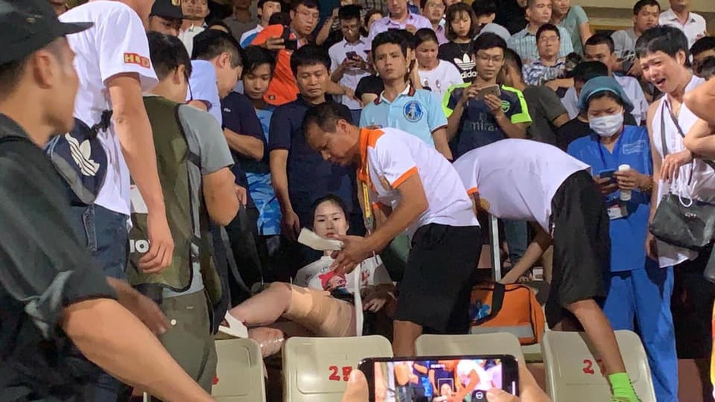 Toan canh vu fan nu trung phao sang CDV Nam Dinh tren SVD Hang Day-Hinh-6