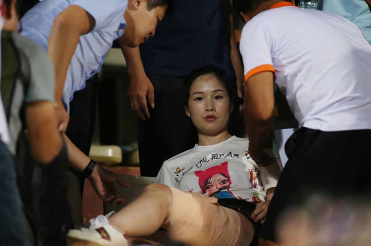 Toan canh vu fan nu trung phao sang CDV Nam Dinh tren SVD Hang Day-Hinh-7