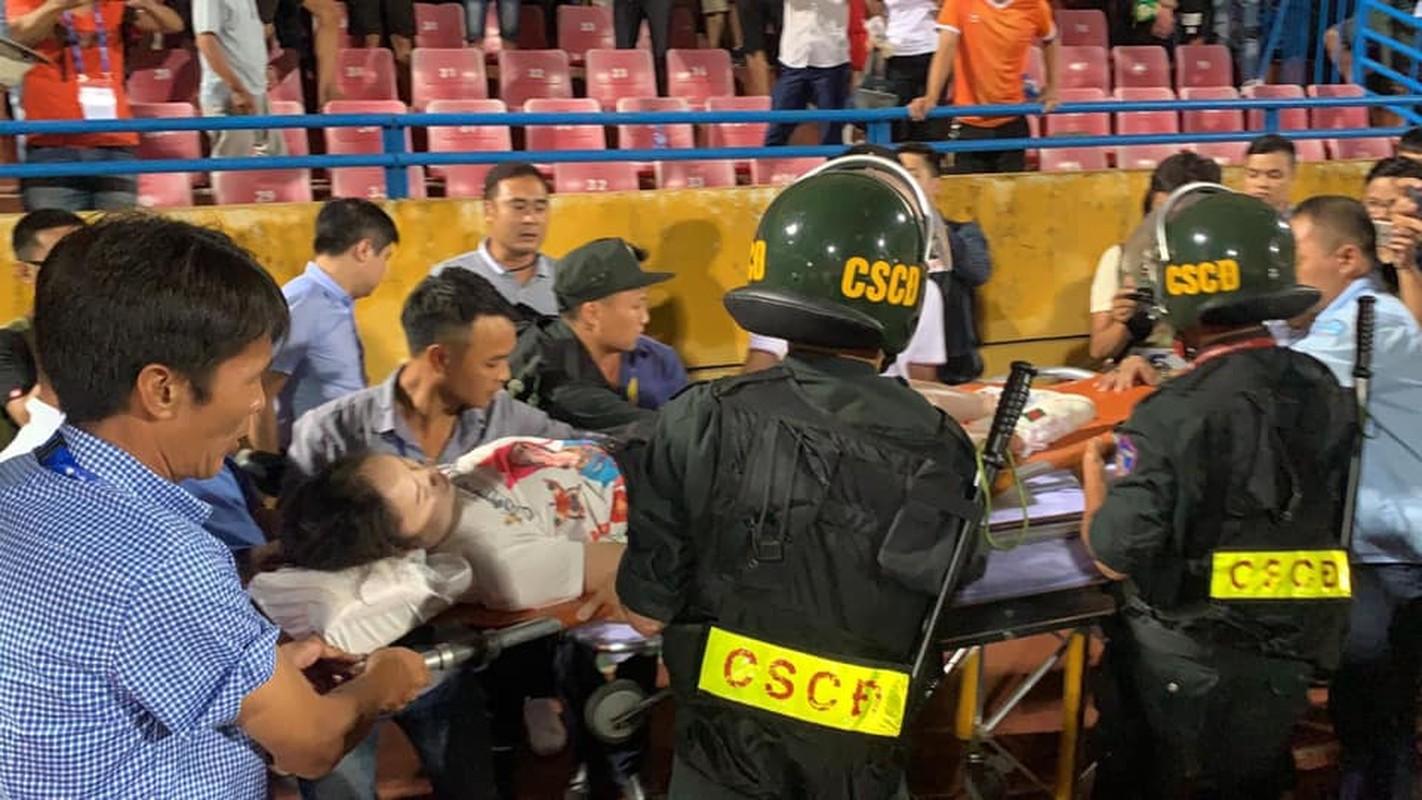 Toan canh vu fan nu trung phao sang CDV Nam Dinh tren SVD Hang Day-Hinh-9
