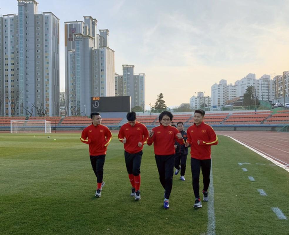 U23 Viet Nam tap huan Han Quoc: Quang Hai, Dinh Trong nhan dac cach
