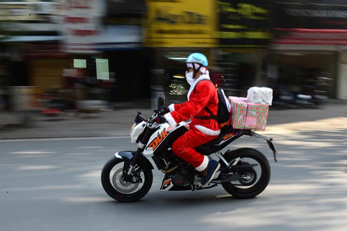 Cuoi na tho voi cac phuong tien di chuyen ba dao cua ong gia Noel-Hinh-8