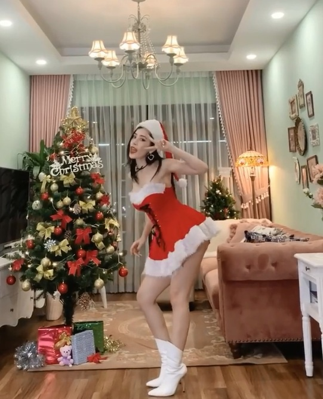 Hot girl Viet don Giang sinh: Nguoi sang chanh, ke bi dim hang dang thuong-Hinh-4