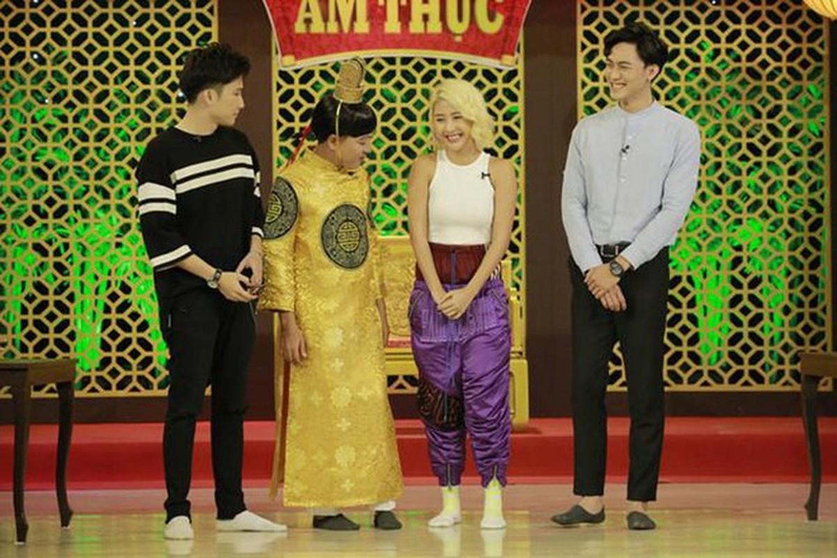 Dien do nylon, hot girl Quynh Anh Shyn gay nong mat cuc do-Hinh-2