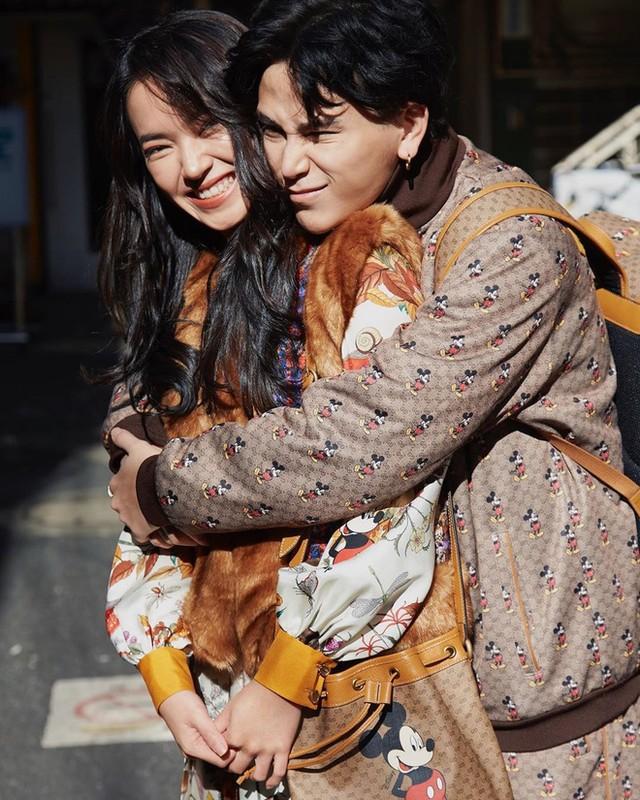 """Dan hot girl Viet ca nam yeu duong don dap, Tet ve treo bien e """"moc meo""""-Hinh-2"""