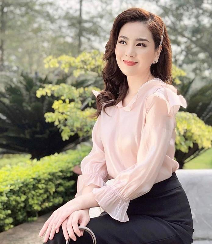Dan mang to mo chuyen it biet ve nu MC xinh nhat VTV-Hinh-3