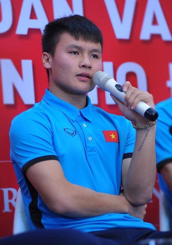 Choi Tiktok, Quang Hai bat ngo khoe hinh xam theo cach