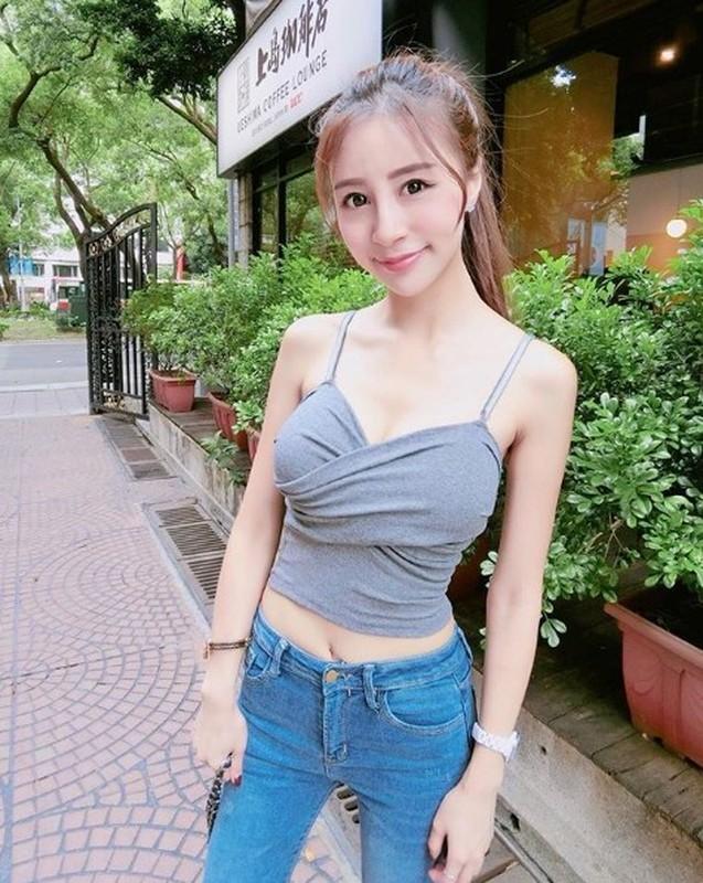 Khoe anh doi thuong, nu tiep vien hang khong gay chu y boi dieu nay-Hinh-8