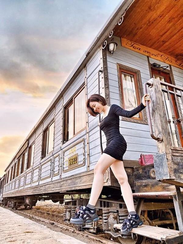 Bi don yeu voi dai gia, hot girl Tram Anh lap tuc co dong thai la-Hinh-10
