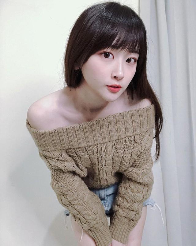 Nu y ta lam dien dao netizen xu Trung tiet lo than phan that-Hinh-9