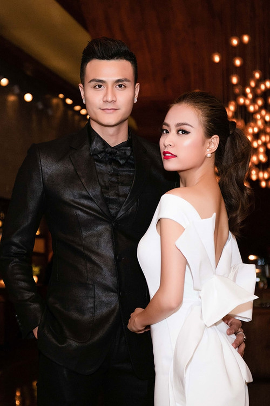 Tinh cu Hoang Thuy Linh gay chu y khi xuat hien ben dan sieu xe-Hinh-10