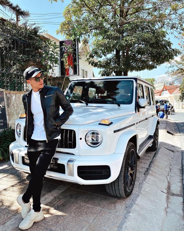Tinh cu Hoang Thuy Linh gay chu y khi xuat hien ben dan sieu xe-Hinh-3