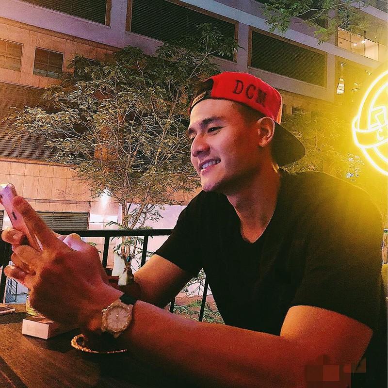 Tinh cu Hoang Thuy Linh gay chu y khi xuat hien ben dan sieu xe-Hinh-7