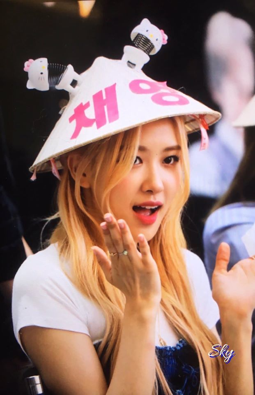 Do nhan sac dan idol Han Quoc doi non la Viet trong su kien-Hinh-4