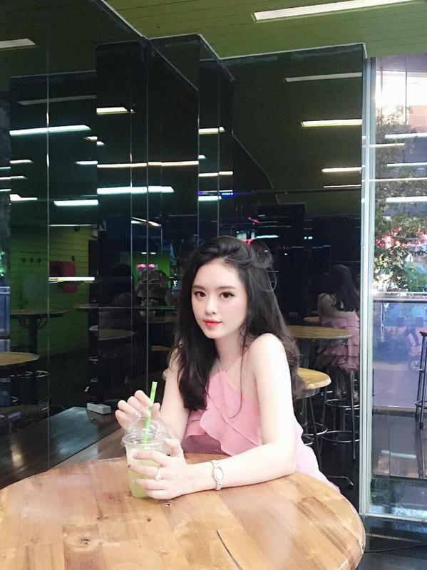 Ban do hot girl DH Ton Duc Thang toan ten tuoi gay sot MXH