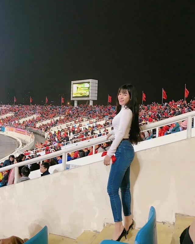 Ban gai Dang Van Lam khoe tai hoi hoa, dan mang khen het loi-Hinh-7