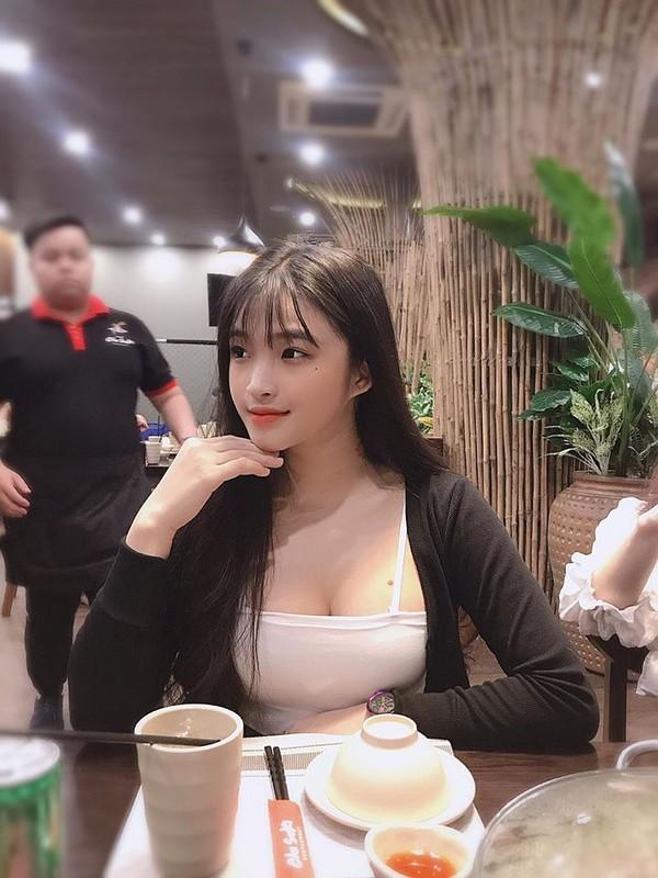 Hot girl Viet 2K2 gay song gio cuon cuon tren bao Trung la ai?-Hinh-4