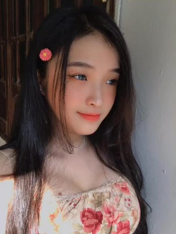 Hot girl Viet 2K2 gay song gio cuon cuon tren bao Trung la ai?-Hinh-6
