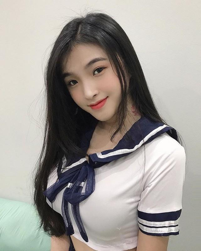 Hot girl Viet 2K2 gay song gio cuon cuon tren bao Trung la ai?-Hinh-7