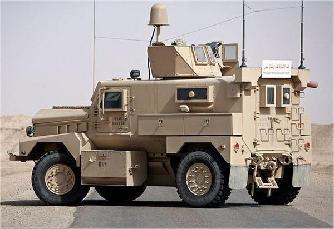 Xe boc thep My dam thang vao thiet giap BTR-80 Nga tai Syria-Hinh-17