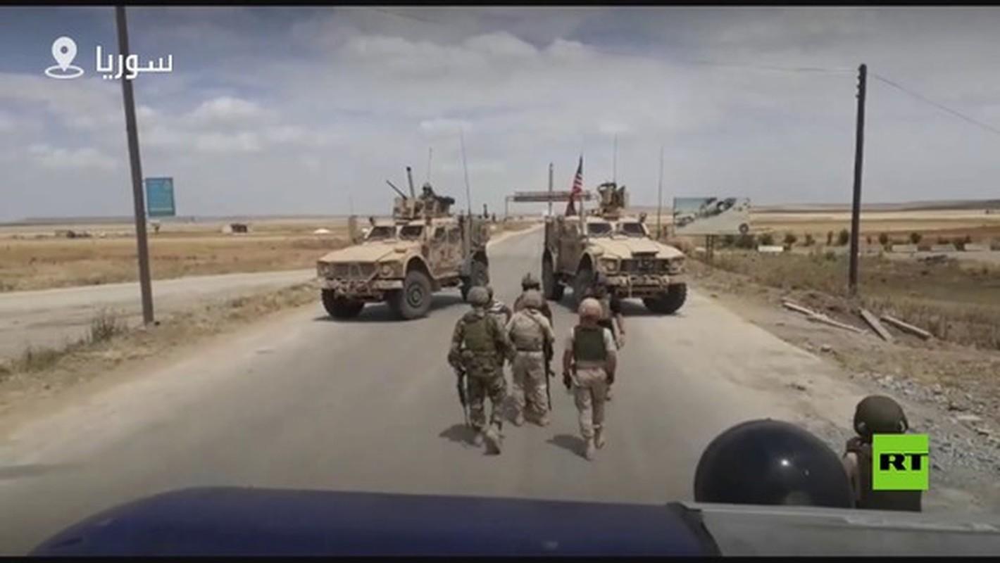 Xe boc thep My dam thang vao thiet giap BTR-80 Nga tai Syria-Hinh-6