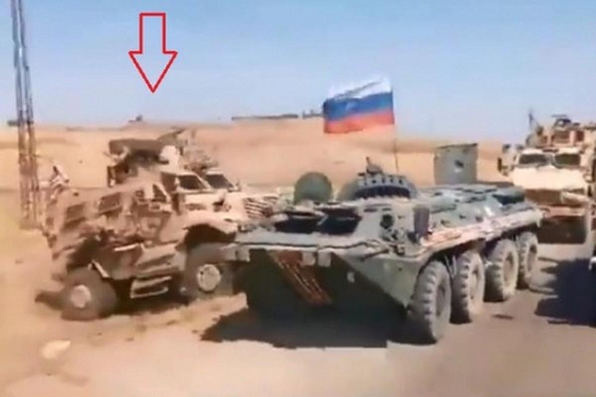 Xe boc thep My dam thang vao thiet giap BTR-80 Nga tai Syria