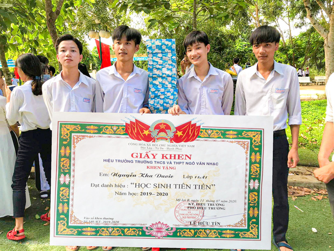 Hot trend giay khen sieu to ngay be giang khien dan tinh het hon-Hinh-2