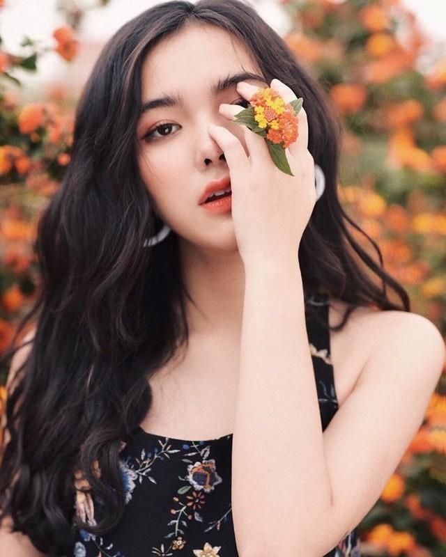 Dan hot girl lai Viet len song lap tuc