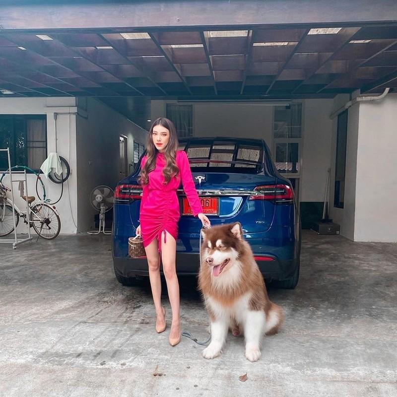 Hot girl lai voi dan sieu xe chang kem Minh Nhua la ai?-Hinh-7