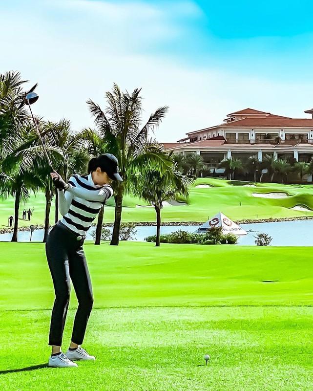 Khoe do hieu xua roi, hot girl Viet sang chanh phai di choi golf-Hinh-13