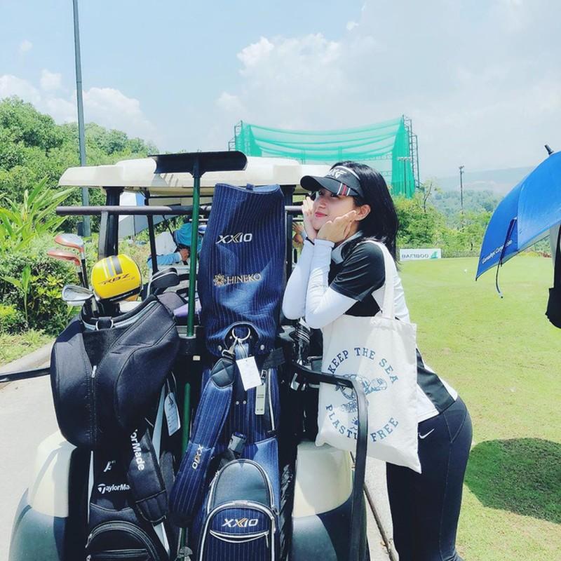 Khoe do hieu xua roi, hot girl Viet sang chanh phai di choi golf-Hinh-2