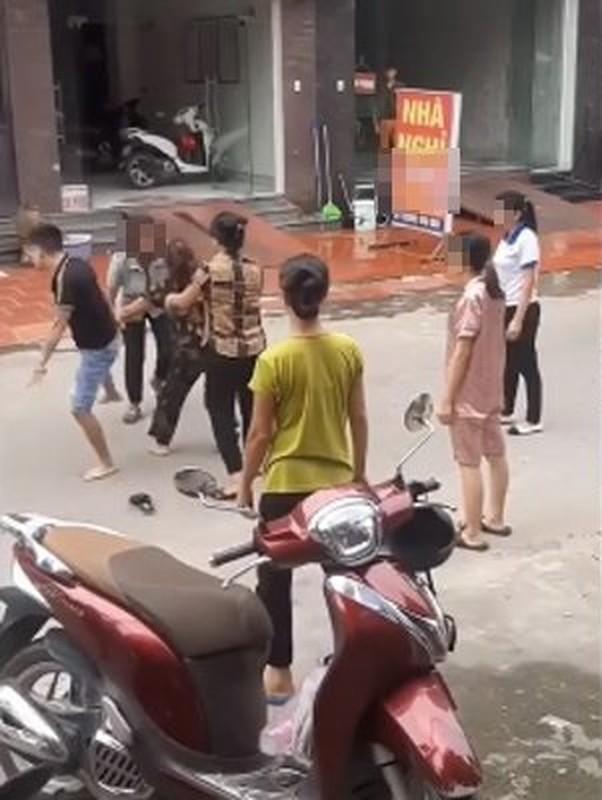 Loat danh ghen man ro khien dan tinh phai lac dau ngao ngan-Hinh-4