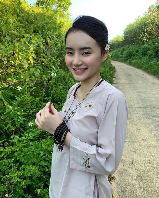 Dan mang soi nhan sac va khi chat cua em gai Angela Phuong Trinh-Hinh-4