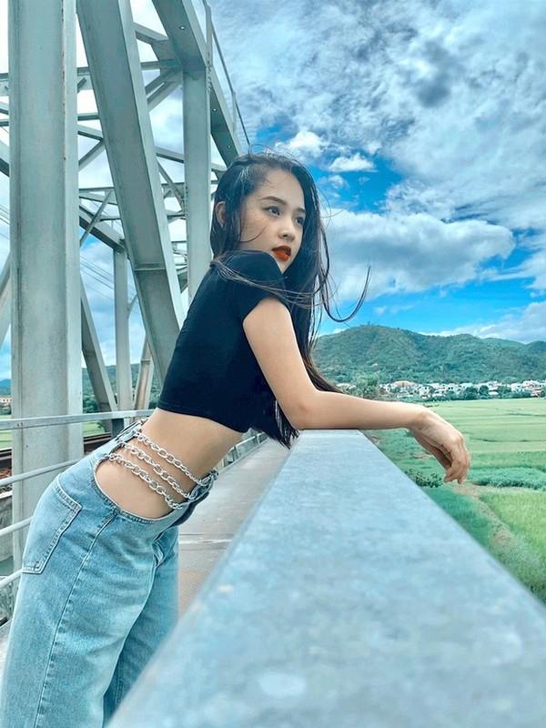 Khoe body chuan hoa hau, hot girl 10X Phu Yen lam dan tinh me tit-Hinh-3