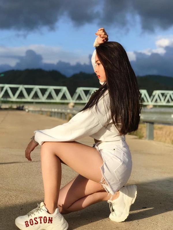 Khoe body chuan hoa hau, hot girl 10X Phu Yen lam dan tinh me tit-Hinh-4