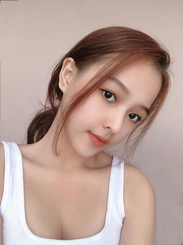 Khoe body chuan hoa hau, hot girl 10X Phu Yen lam dan tinh me tit