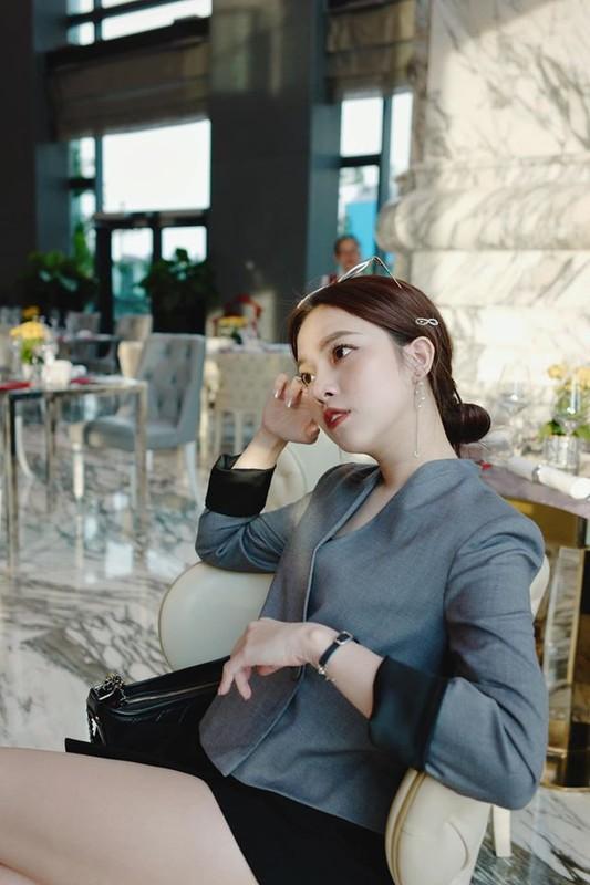 Ban gai CEO Tong Dong Khue lo gia the nghe thoi ma choang-Hinh-10
