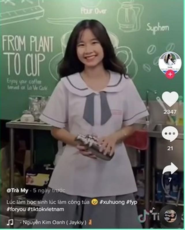 Nu sinh lay the ATM lam thuoc ke khoe goc nghieng dep khoi ban-Hinh-3