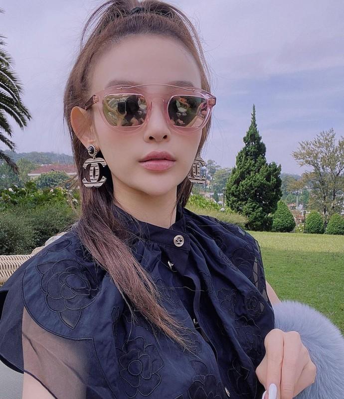 Hot girl doi dau chung minh dinh luat bao toan nhan sac ton tai-Hinh-10