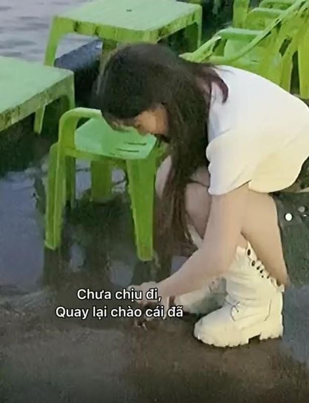 Mua cua song tha ve bien, hot girl Le Bong gay tranh cai-Hinh-5