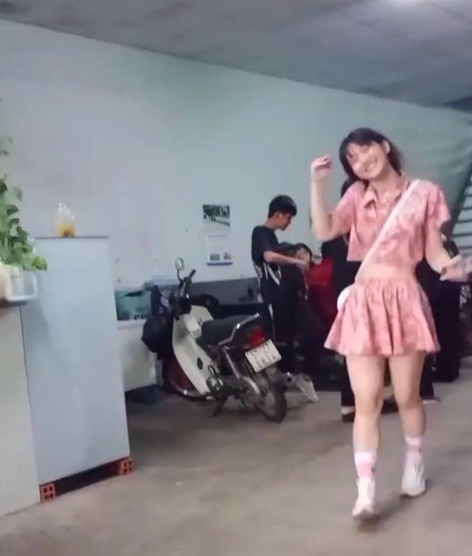 Bi team qua duong quay len, Le Bong bi soi voc dang that-Hinh-3
