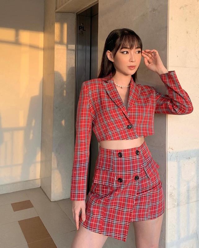 Khoe ban trai moi, hot girl Sun Ht phat