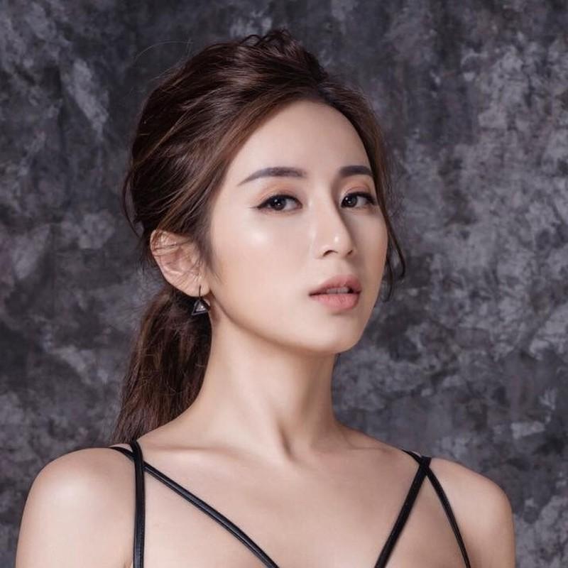 Cuu hot girl Ha thanh hoi tiec vi sua mot diem tren guong mat-Hinh-11