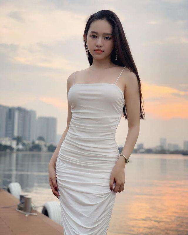 Nho phau thuat tham my, nhan sac Thuy Vi bong len huong boi phan-Hinh-4