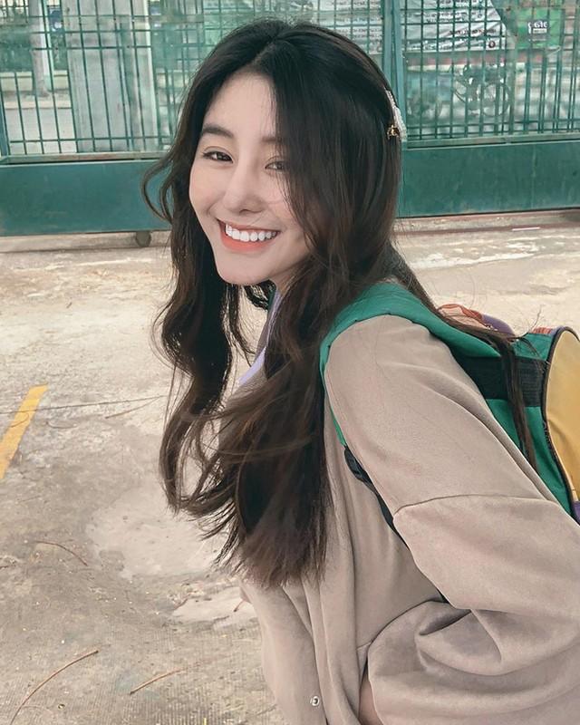 Hot girl Sai thanh lo vali di hoc quan su, dan tinh nga ngua-Hinh-5