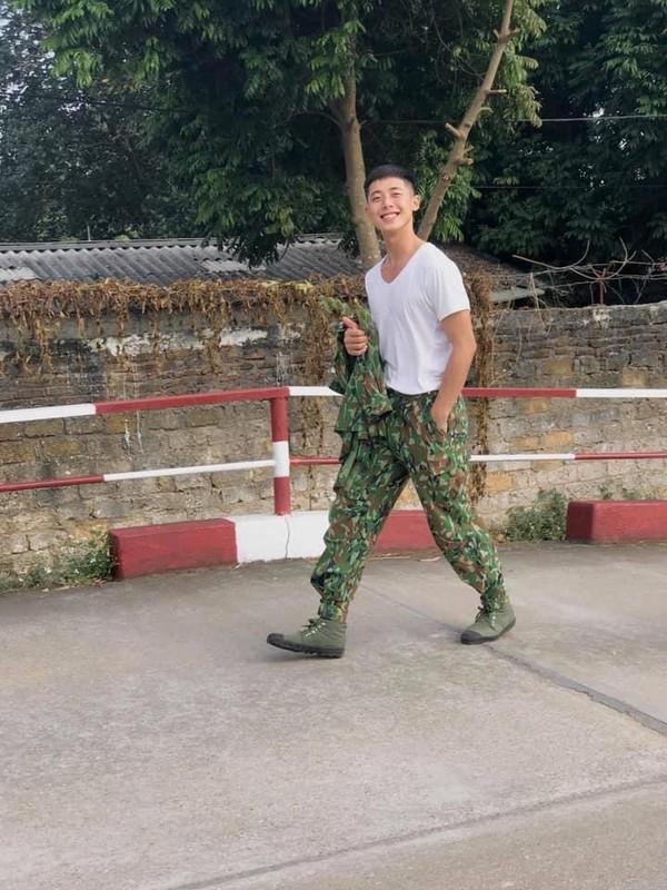"""Xuat hien """"soai ca quan nhan"""" gieo thuong nho cho hoi chi em-Hinh-3"""