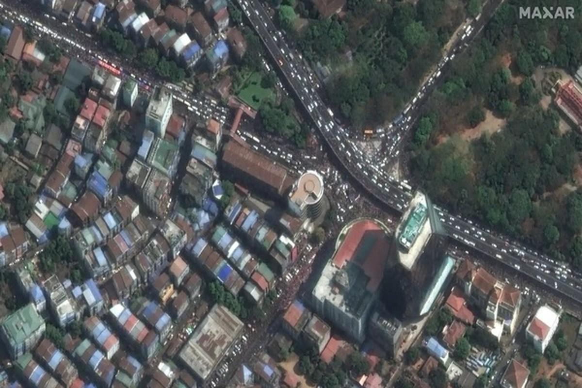 Hinh anh bieu tinh o Myanmar nhin tu ve tinh-Hinh-5