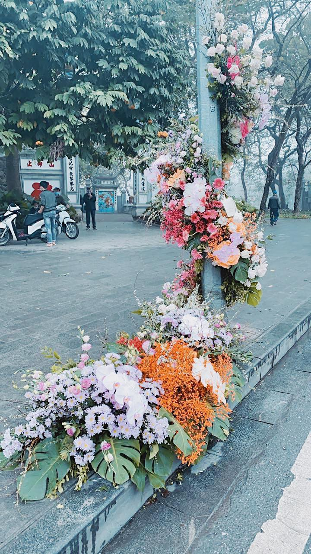 Hang loat cot den Ha Noi no hoa chao mung Quoc te Phu nu-Hinh-4